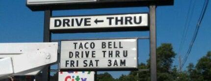 Taco Bell is one of Tempat yang Disukai Ryan.