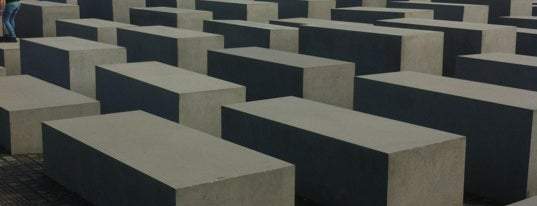 Denkmal für die ermordeten Juden Europas is one of สถานที่ที่ Mil e Uma Viagens ถูกใจ.