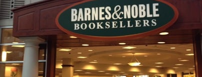 Barnes & Noble is one of Orte, die Gabriel gefallen.
