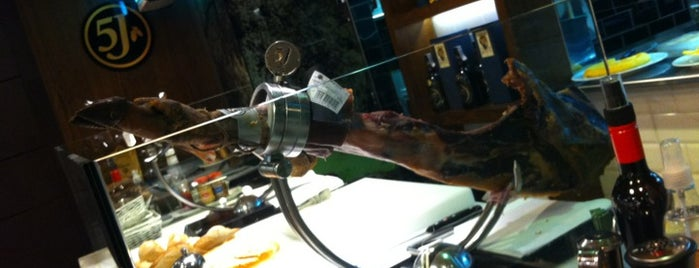 Cinco Jotas Gourmet is one of Favorite eat&drink places in Madrid.