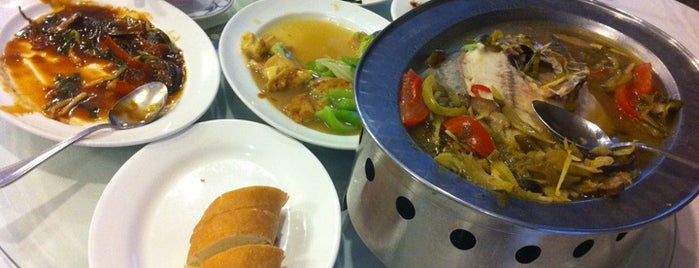 Wisma Benteng Seafood Restaurant is one of Medan culinary spot.