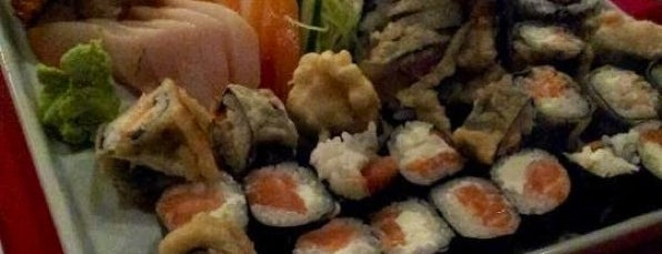 Shiro Sushi Lounge is one of Lugares favoritos de Victor.