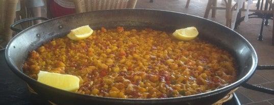 Las Sirenas is one of Restaurantes favoritos.
