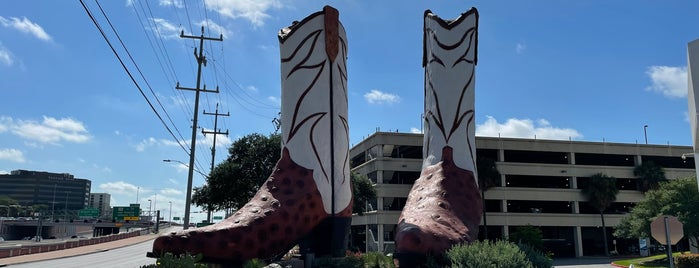 World's Largest Cowboy Boots is one of Quirky Landmarks USA.