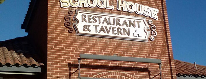 School House Restaurant & Tavern is one of Posti che sono piaciuti a Elijah.
