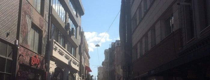 Chez Moi Karaköy is one of สถานที่ที่ Zeynep ถูกใจ.