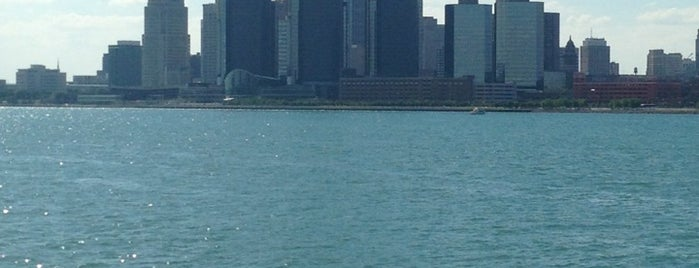 Detroit River is one of Edwulfさんのお気に入りスポット.
