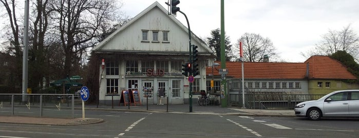 Bahnhof Süd is one of Business English Training Essen'in Kaydettiği Mekanlar.