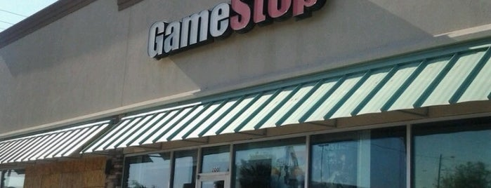 GameStop is one of Tempat yang Disukai Guillermo.