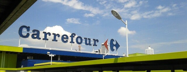 Carrefour is one of Locais curtidos por Marcos.