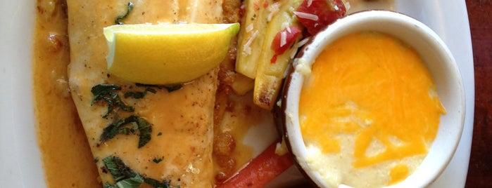 Moonshine Patio Bar & Grill is one of uwishunu austin.