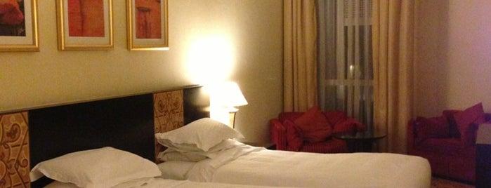 Pullman Grand Zamzam Hotel is one of İle Gidilecek Yerler.