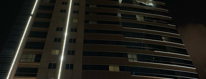 Pullman Dubai Jumeirah Lakes Towers-Hotel and Residences is one of Orte, die Dmitry gefallen.