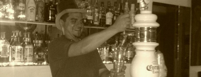 El Bar Co. is one of Yhibranth 님이 저장한 장소.