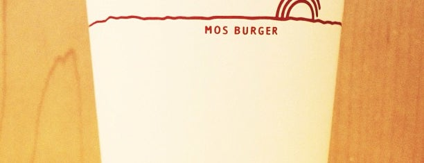 MOS Burger is one of Yinan 님이 좋아한 장소.