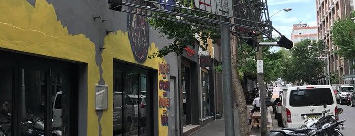 Rush Hotdogs & Burgers is one of Gespeicherte Orte von Jason.