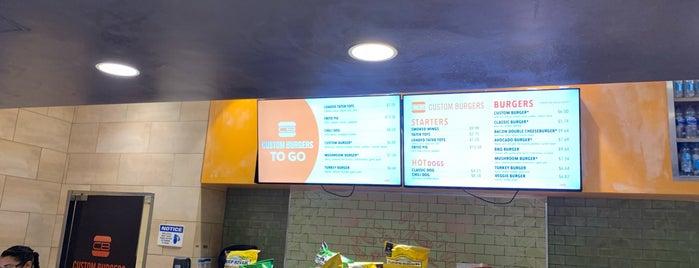 Custom Burgers is one of Tempat yang Disukai Daniel.