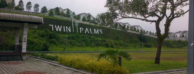 Twin Palms Sungai Long is one of Howardさんのお気に入りスポット.