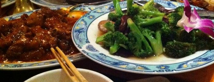 Restaurant Ginza Japan & China is one of สถานที่ที่ Julia ถูกใจ.