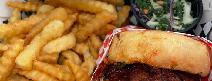 Hotville Chicken is one of สถานที่ที่ Rj ถูกใจ.