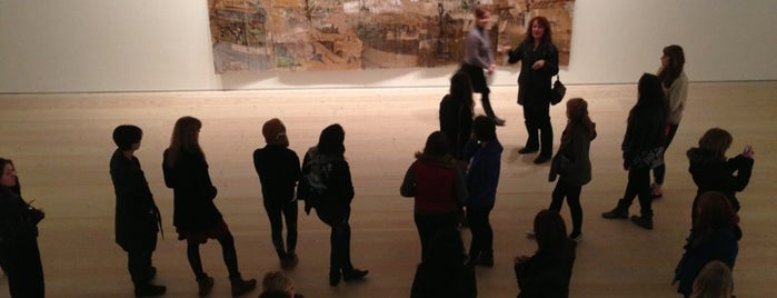Saatchi Gallery is one of London's great locations - Peter's Fav's.