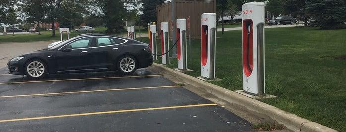 Tesla Supercharger - Bolingbrook is one of Tempat yang Disukai Mark.