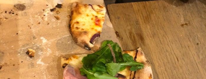 Mangia Pizza Firenze is one of Orte, die Desi gefallen.