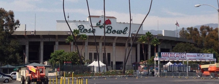 Rose Bowl Stadium is one of Gespeicherte Orte von Joshua.