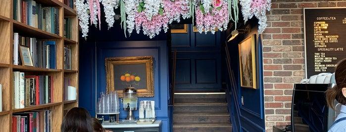 Magnolia Dessert Bar & Coffee is one of Mohannad'ın Beğendiği Mekanlar.