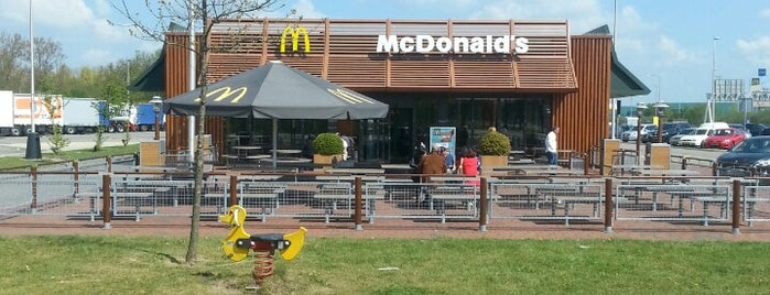 McDonald's is one of Orte, die Jon gefallen.