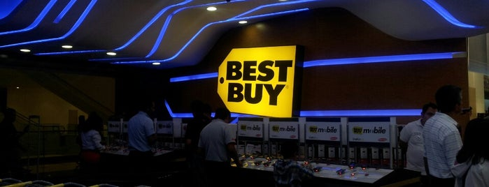 Best Buy is one of Tempat yang Disukai Ricardo.