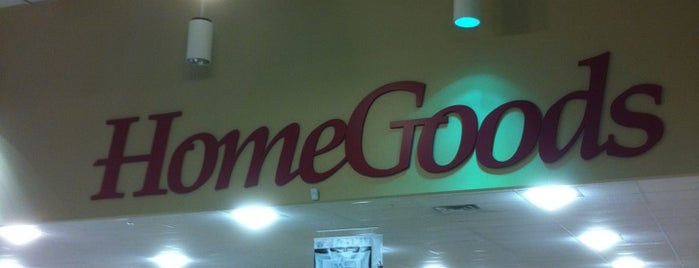HomeGoods is one of Lugares favoritos de Tammy.