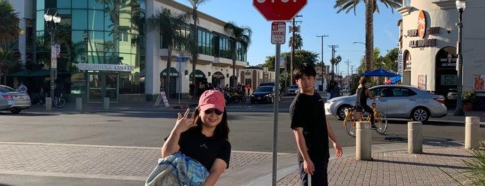 Downtown Huntington Beach is one of Lugares favoritos de Priscilla.