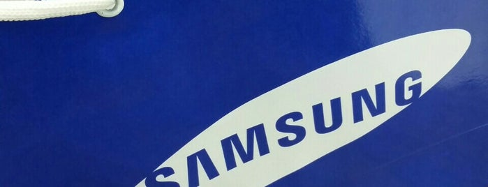 Samsung Store is one of Locais curtidos por Elis.