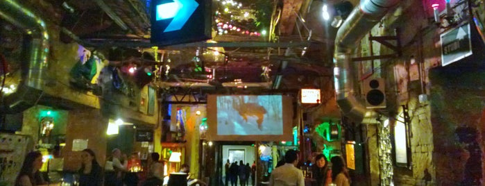 Szimpla Kert is one of Lieux qui ont plu à Cristi.