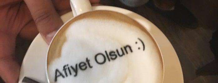 Dezso Coffee is one of Orte, die Utku gefallen.