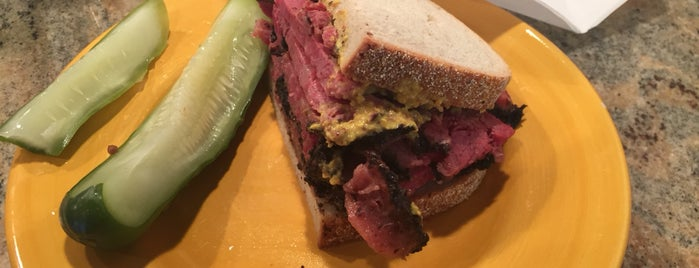 Katz's Delicatessen is one of Locais curtidos por Patrick.