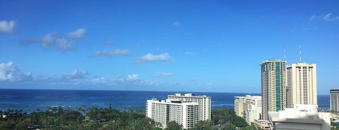 Waikīkī Gateway Park is one of สถานที่ที่ Dennis ถูกใจ.