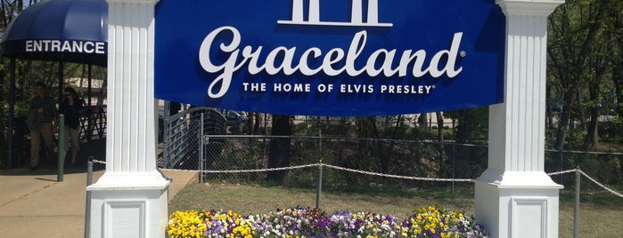 Graceland is one of Lieux qui ont plu à Suzanne E.