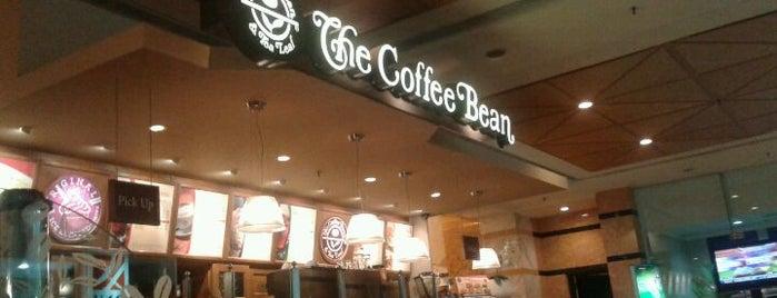 The Coffee Bean & Tea Leaf is one of Tempat yang Disukai Fadlul.