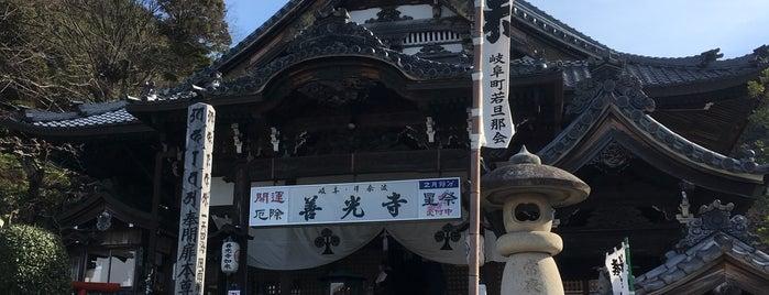 岐阜善光寺 is one of สถานที่ที่ Vic ถูกใจ.