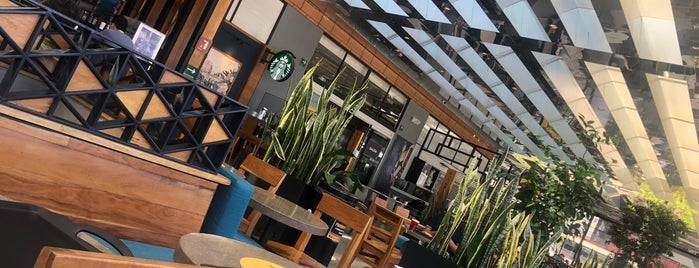 Starbucks Reserve is one of สถานที่ที่ Pablo ถูกใจ.