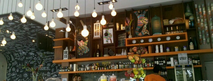 Aniceto Coffe Bar And Grill is one of Salta.