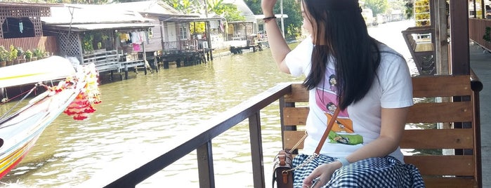 Khlong Bang Luang Floating Market is one of Wanna getting there..