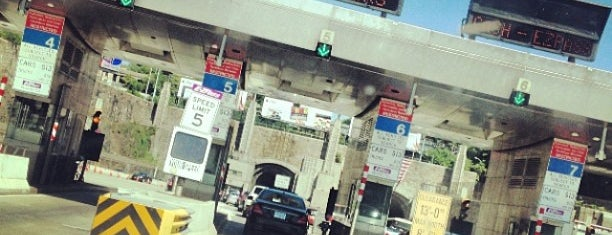 Lincoln Tunnel Toll Plaza is one of Lugares favoritos de Fred.