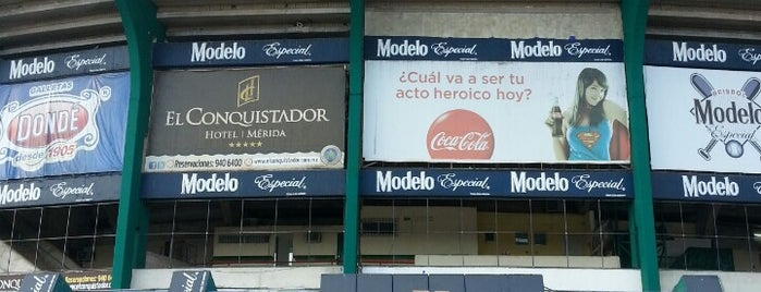 Estadio Kukulcán is one of Tempat yang Disukai Cecilia.