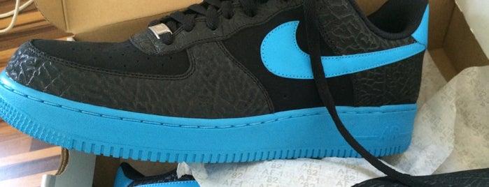 Nike Factory Store is one of Locais curtidos por Leonard.