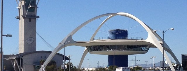 Los Angeles International Airport (LAX) is one of Tempat yang Disukai Marteeno.