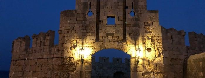 Saint Paul's Gate is one of Tempat yang Disukai Onur.