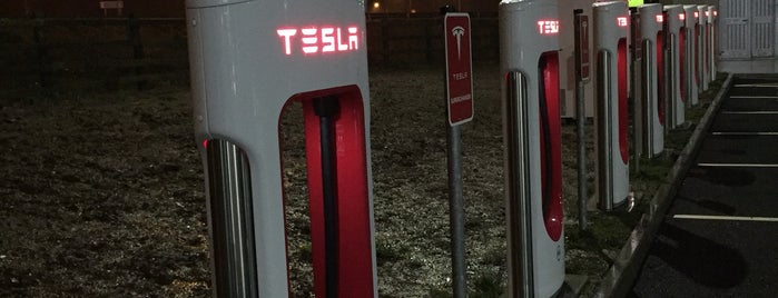 Tesla Birdhill Supercharger is one of Ouss'un Beğendiği Mekanlar.